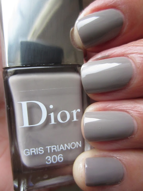 The Queen of the Nail: Dior 'Rosy Bow' and 'Gris Trianon' Nail