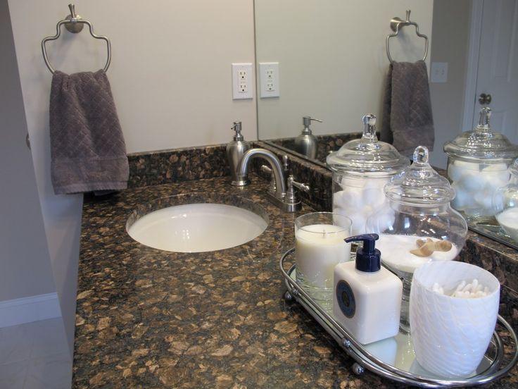 02White_&_Grey_Bathroom_1024x768