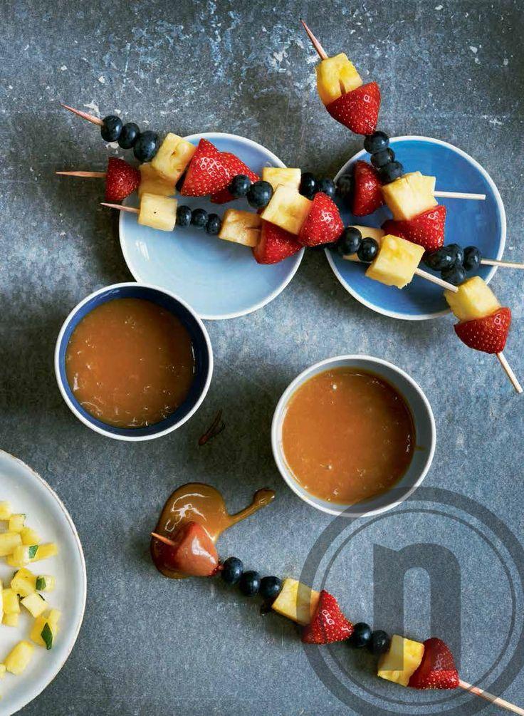 Frugtspyd og karamelfondue