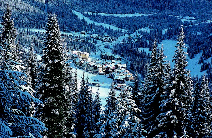 Sun Peaks Esta es una de las mejores montañas para diversión de la familia. La nieve es seca y abundante, un montón de ascensores y diferentes cosas que hacer junto a esquiar. patinaje sobre hielo, paseos en trineo tirados por perros, spa, restaurantes y más.