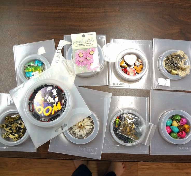 Using plastic bangle bracelet molds for resin paperweights