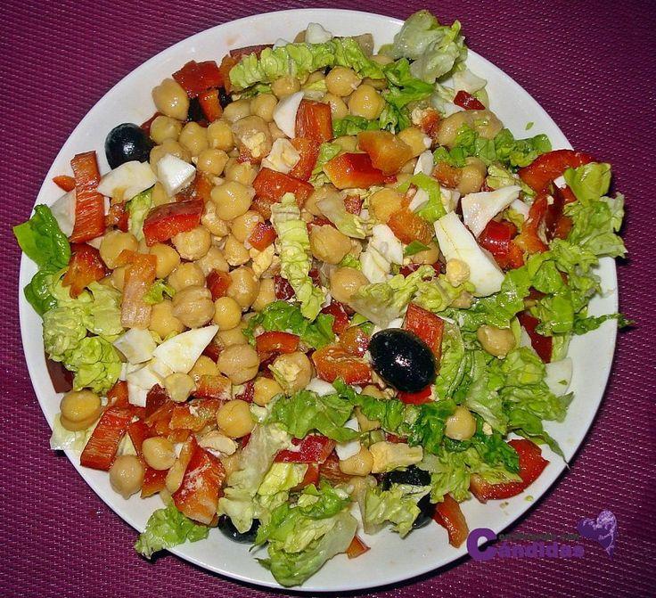Para el estreñimiento, para el colesterol, para reforzar los huesos... para eso y más sirven los garbanzos. Te animamos a probarlos en esta rica ensalada.