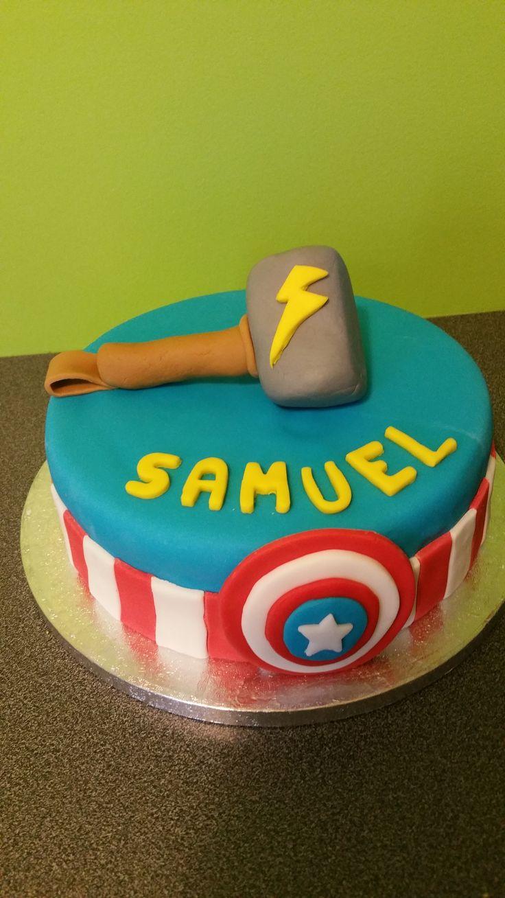 Gâteau d'anniversaire thème Thor et Captain America https://www.facebook.com/pages/Miss-CupN-Cakes/552696768162358