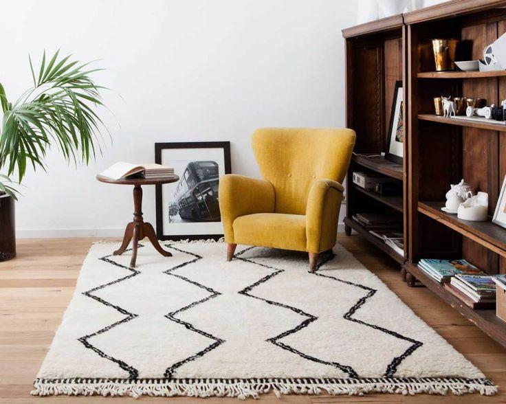 #BeniOuarain #vloerkleden zijn echte authentieke vloerkleden uit #Marokko. Deze kleden worden al generaties achter elkaar gemaakt en zijn gemaakt van 100% ongeverfde #schapenwol. De traditionele #berberkleden worden in verschillende ontwerpen gemaakt. Ik vind dat een mooi kleed echt een stukje warmte in je huis kan brengen zonder al te veel kosten. Een hele vloer vervangen is natuurlijk al gouw veel duurder dan een mooi #tapijt. | Sukhi.nl #Sukhi #blog #beatyunboxing