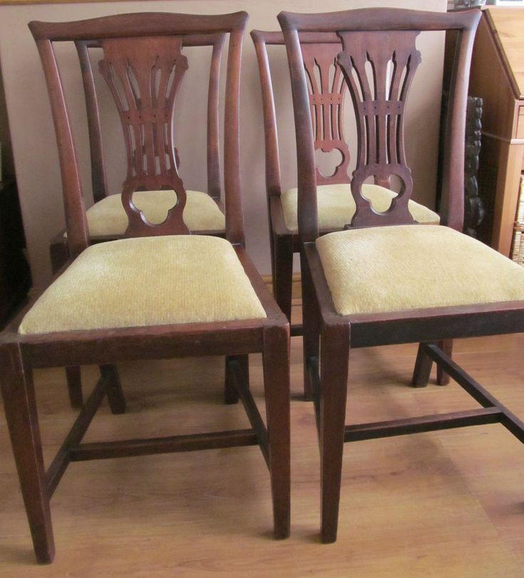 ANTIQUE CHIPPENDALE STYLE MAHAOGANY SET OF FOUR CHAIRS