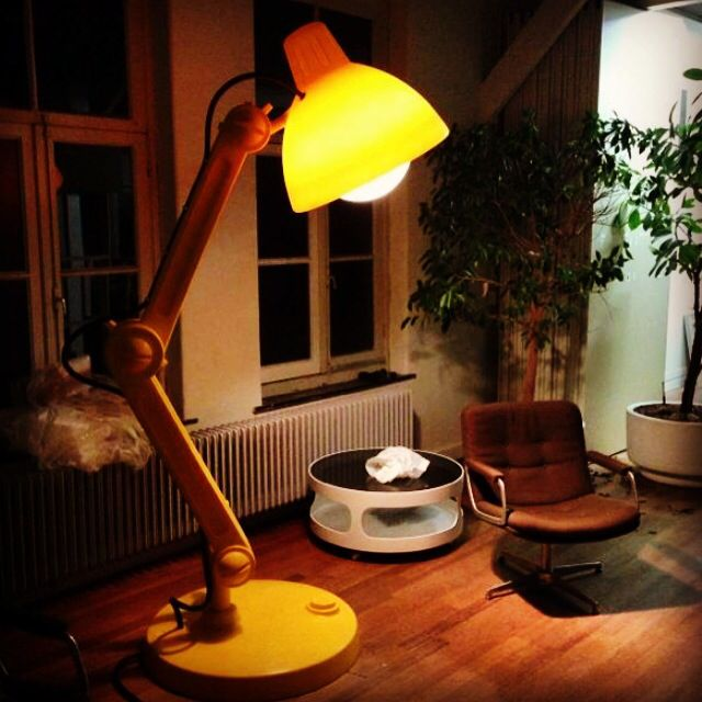 Mellow yellow. The 2.25mtr tall lamp Lummel lights up every lazy evening.  The lamp Lummel is becoming a favorite icon of many interior designers.