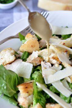 В связи с большой популярностью салата Цезарь существует огромное количество рецептов его приготовления, однако общий принцип приготовления четко сформулировал один из известных шеф-поваров: «Для меня, совершенный салат Цезарь — это легкий аромат чеснока, средний привкус анчоусов и сильный вкус пармезана». Листья салата (в идеале Ромэн, у меня салат-латук) Куриная грудка — 1 шт 5-7 перепелиных […]