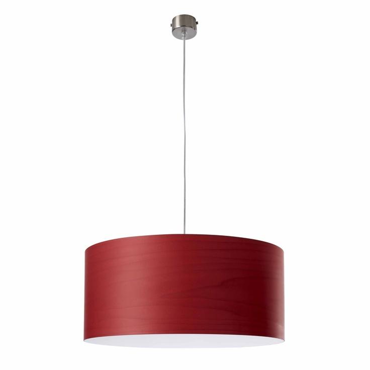 Modelo Gea S. Esta lámpara colgante se caracteriza por su flexibilidad y simplicidad, está hecha a mano y destaca por su luz lateral envolvente y cálida. Pantallas disponibles en 8 acabados de chapa de madera de diferentes colores. Bombillas no incluidas: lámpara pequeña 1 X 20W, lámpara grande 3 X 20W