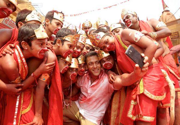 Pin if you cant wait for #SalmanKhan's #Selfie song!   #SelfieLeLeReComingSoon #BajrangiBhaijaan