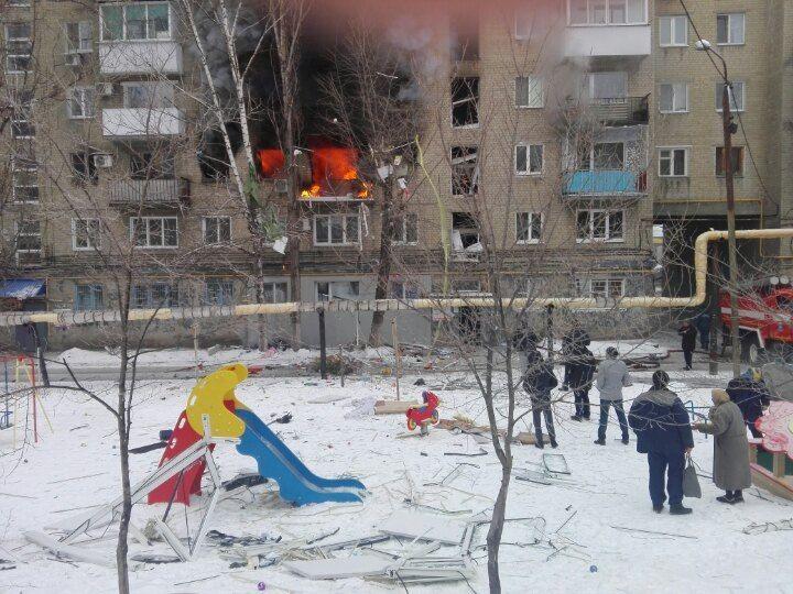 Спасёт ли электричество от газовых атак?  Вчера в Ленинском районе Саратова произошло ЧП. В одном из домов по Московскому шоссе прогремел взрыв бытового газа. Пожарные и спасатели смогли оперативно справиться с ситуацией. На данный момент известно о десяти пострадавших, семь из которых госпитализированы. Еще четверо получили амбулаторную помощь.  Спокойное течение дня в Ленинском районе Саратова было нарушено вчера около 12 часов. В МЧС поступил звонок. Дежурному сообщили о хлопке и пожаре в…