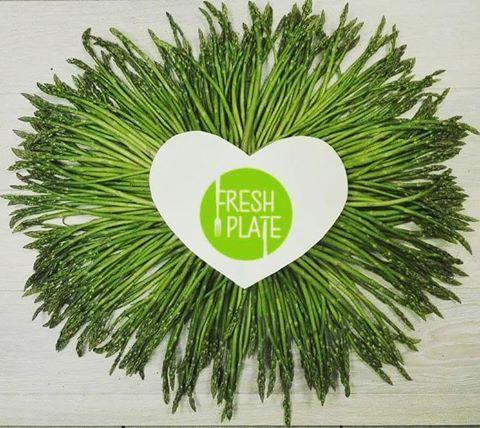 Tyyyyle dobroci! Kto zgadnie co z tego będzie? :-) #szparagi #szparagilove #asparagus #instafood #instagood #palcelizac #warzywa #vegetables #loveit #deliciousfood #cotobedzie #cateringdietetycznywarszawa #dietapudelkowa #zgadywanka
