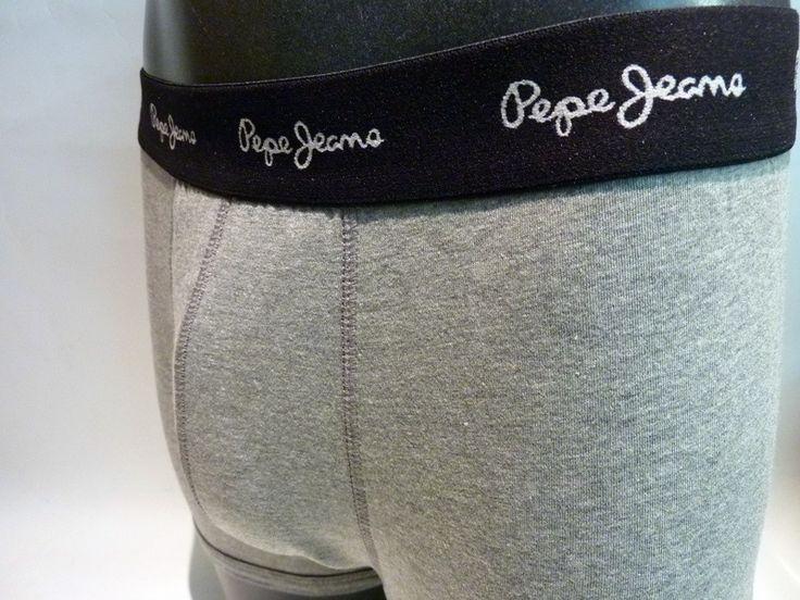 Pack de 2 boxers Pepe Jeans harley. ENVÍO 24/48h. Ref: G5 F3305. Boxers de pierna media con goma vista en negro y logo de la marca en blanco. Tu ropa interior masculina en varela intimo http://www.varelaintimo.com/