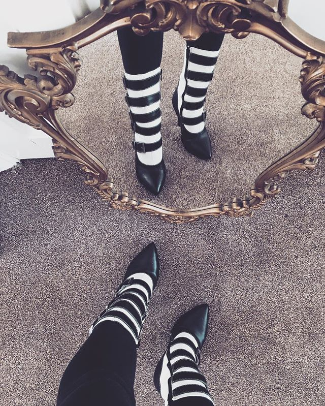 Stripes mood ON. #boots #stripes #Luxirare #fashionblogger
