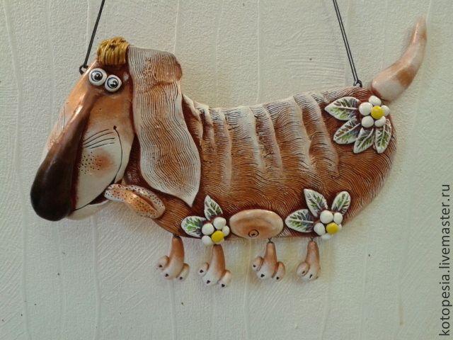 """Купить Панно """"такса"""". - Керамика, коричневый, глина, панно на стену, панно в подарок, подвеска"""