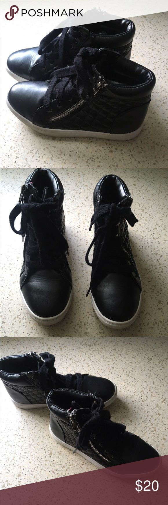Girls Stevie Black Leather Hi-Tops-Size 2 EUC-Little Girls Stevie's (Steve Madden for kids) Black Leather Hi-Top Sneakers-Size 2.  These were gently worn a few times.  Great condition-cute with leggings and a dress!  Asymetrical zipper on the sides if each shoe.  Item comes from a smoke free and pet free home!  Priced to Sell! Stevies by Steve Madden Shoes Sneakers