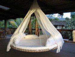 Una vieja cama elástica ... un poco de imaginación ... y lo que tenemos?