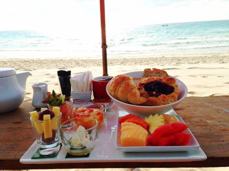Desayuno en la playa.