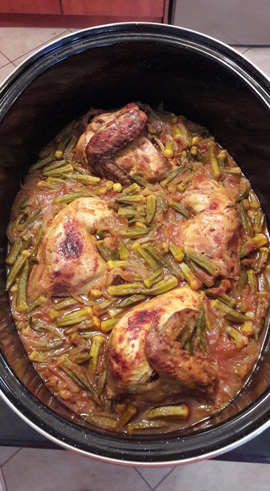 Κοτόπουλο με μπάμιες 1 μονάδα!(όχι λάδι!Το αχνίζεις με λίγο νερό)