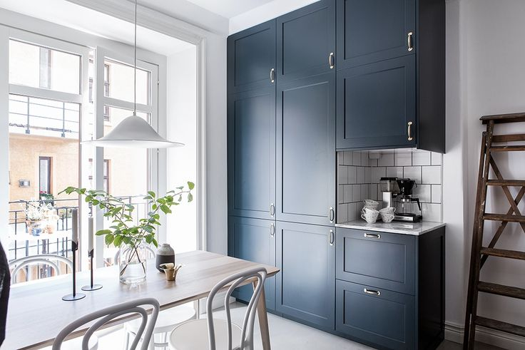 Apartment with a blue kitchen