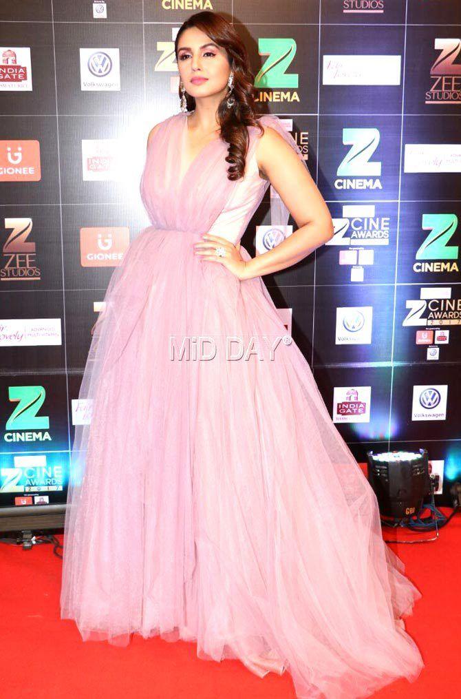 Photos Salman Khan Kareena Kapoor Khan At Zee Cine Awards Kareena Kapoor Khan Formal Dresses Long Huma Qureshi