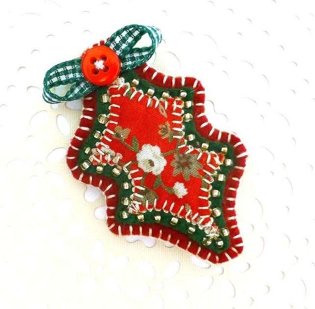Christmas Holly Brooch £6.50