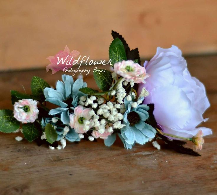 Slightly addicted to making these pretty floral crowns.  #wildflowerphotoprops…