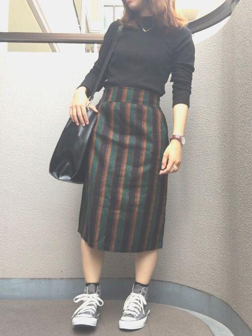 今日コーデ🌟 足むくみまくりですが………。( 笑 ) 古着屋さんで見つけたスカートがお気に入りです