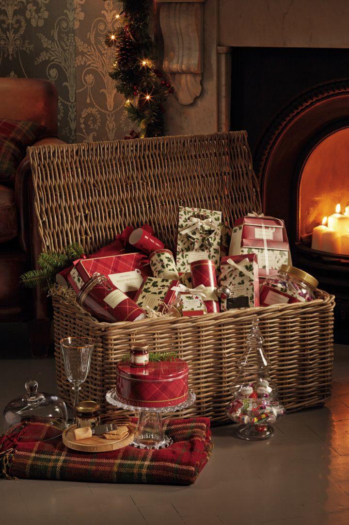 Een heerlijk gevulde kerstmand van Laura Ashley