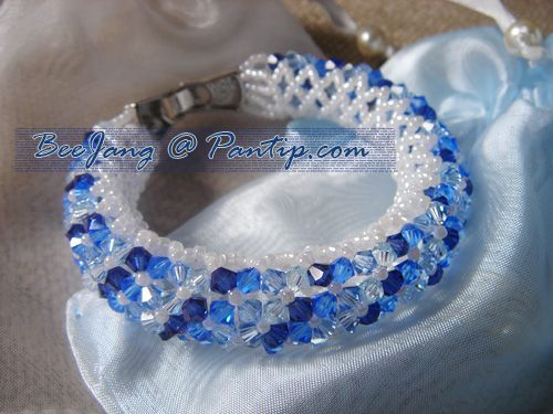 Follow up from the previous tutorial, donut crystal bracelet . Here are the examples of what the bracelets will look like. Warning : Some pictures under cut. This blue one is my first try. I messed up the ending too but nobody will notice it :P Single row - askew style - 4 colors. This is for my…
