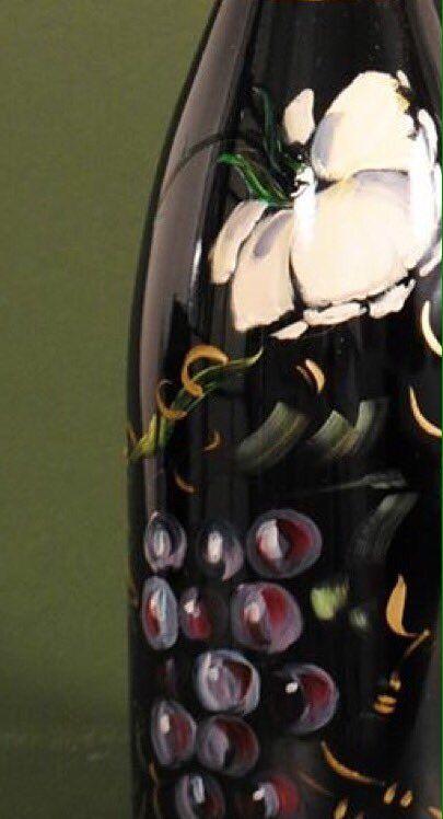 """Antonella Falcioni on Twitter: """"Dipinti su bottiglia presso le cantine a Capriano del Colle  #Italy #vini #vino #decoracion https://t.co/qRRl1ZXS1l"""""""