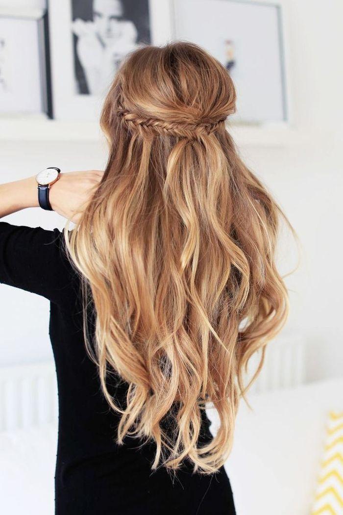 langes sprödes Haar mit Zopf wie Kranz Ombre Look Frisur Brautjungfer