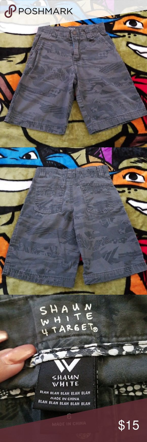 Boys size 6 Shaun White grey design pattern shorts Boys Size 6 #Shaunwhite #grey #pattern #design #shorts with adjustable waist. #adjustablewaist Used but in excellent condition. Shaun White Bottoms Shorts