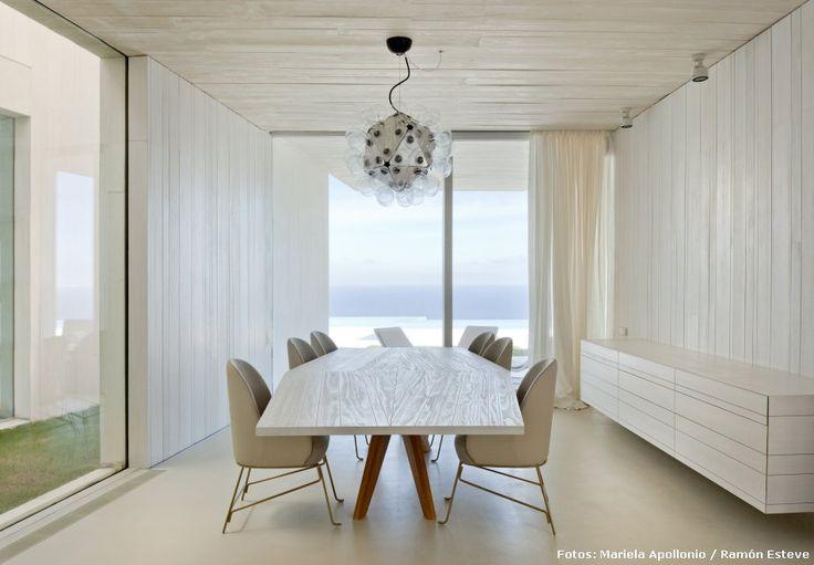 #Comedores Ultramoderno y minimalista comedor que cuenta con una impresionante vista  ► http://bit.ly/1FdsZRN