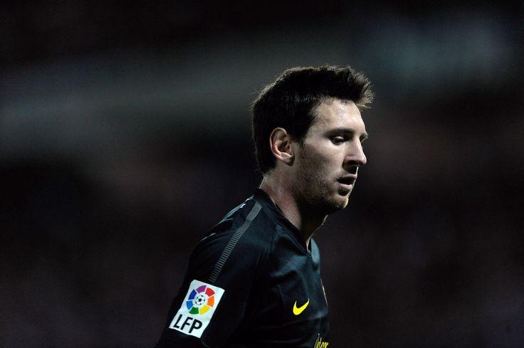 Lionel Messi Photos: Granada CF V FC Barcelona - Liga BBVA