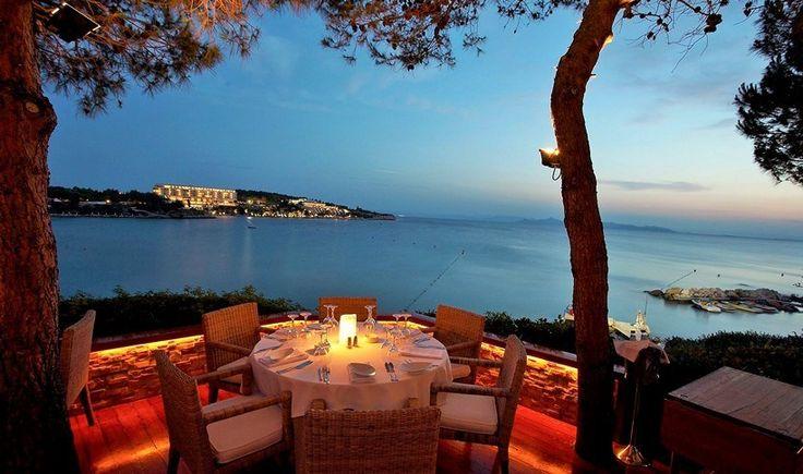 Αθήνα: 10 εστιατόρια που κάνουν την πόλη να μοιάζει με νησί