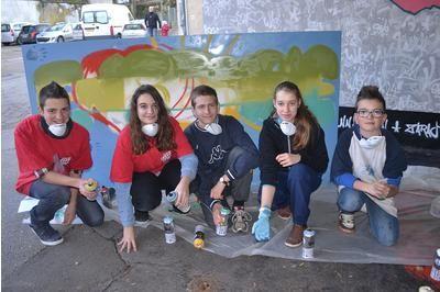 Pontarlier : Les jeunes offrent un graff à l'épicerie solidaire
