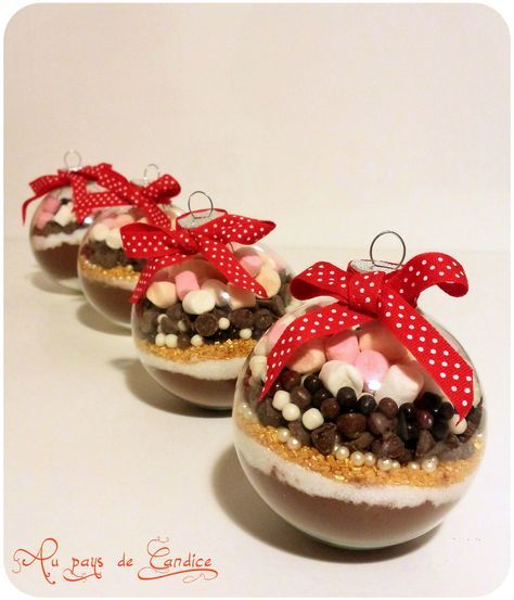 Boule de Noël pour un chocolat chaud gourmand