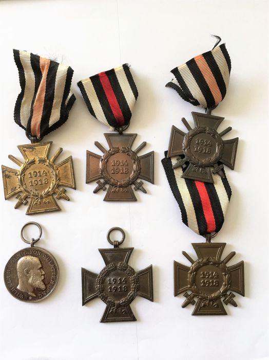 WW II veel 5 kruisen van eer voor strijders 1914-1918 / zilveren medaille van militaire verdienste 1892  Nakomen van Cross voor strijders 1914-19181) eer Kruis strijders fabrikant: RV 132) eer Kruis strijders geen enkele fabrikant3) eer Kruis voor strijders fabrikant niet leesbaar4) eer Kruis strijders fabrikant: 4 G5) eer Kruis strijders fabrikant: W. K.6) zilveren militaire verdienste medaille 1892In het centrum van het portret van Wilhelm II. gerichte rechtsWürttembergVeilig verzonden…