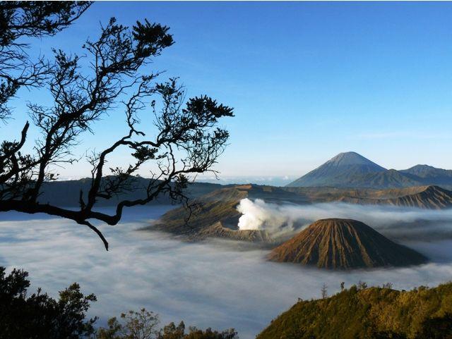 Bromo : Travel to the amazing Mountain view