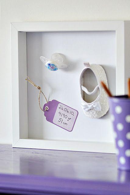 Quelques idées de cadres en 3 D, il suffit de rajouter un accessoire. Un jouet, des chaussures, des lunettes, etc... b