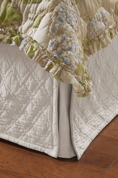 39 best Bedskirt images on Pinterest | Beautiful bedrooms ... : quilted bedskirts - Adamdwight.com