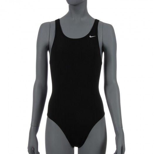 El traje de baño Maillot Básico de #Nike para mujer combina el dinamismo y comodidad, ajustándose a tu cuerpo para nunca dejar desprotegida ninguna zona durante tus visitas al agua.
