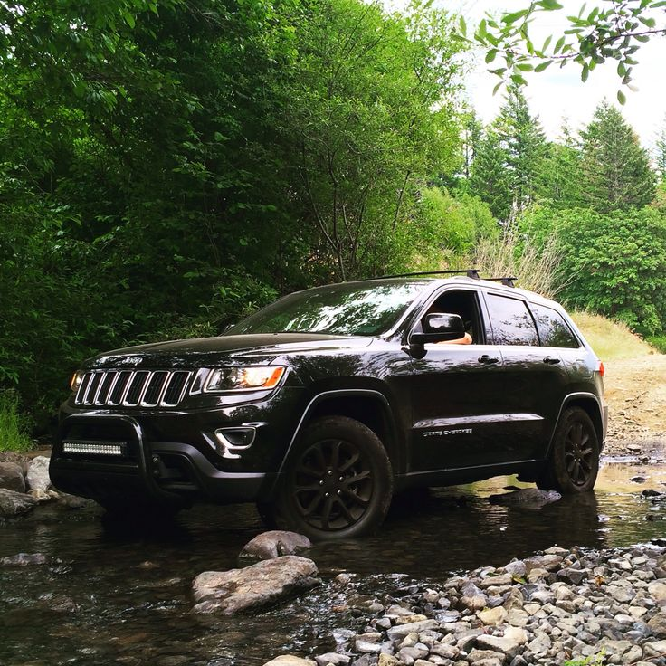 jeep grand cherokee wk2 black bull bar led light bar offroad jeep cherokee pinterest autos. Black Bedroom Furniture Sets. Home Design Ideas