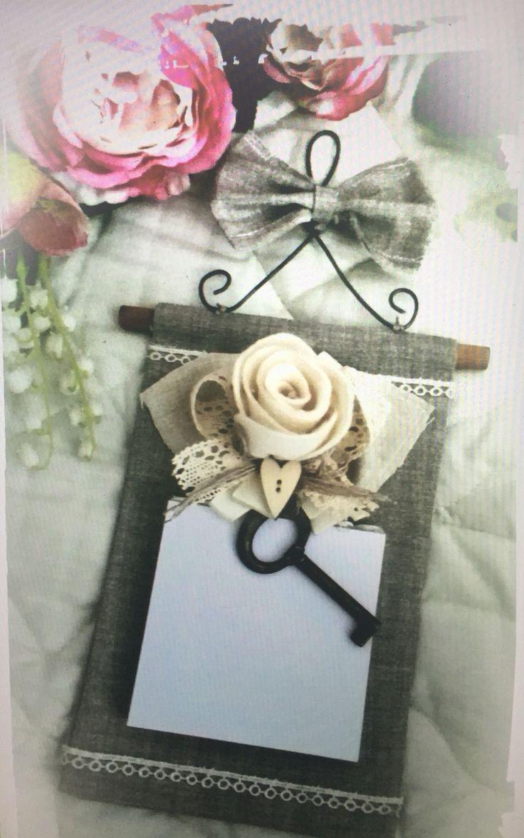 Memo block, in prezioso tessuto in lino, passamanerie rose profumate hand Made, chiave portafortuna....  By Atmosfere d'Interni  Orta Nova