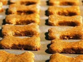 Biscoito de abóbora para cães - Esta é uma deliciosa receita de biscoitos de abóbora naturais, que podem ser oferecidos ao seu amigão de quatro patas como um petisco.