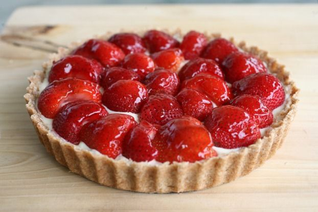 Une délicieuse tarte aux fraises et crème, parfumée et gourmande.