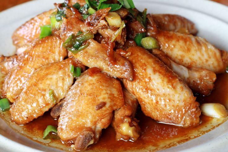 """La+recette:+Ailes+de+poulet+caramélisées,+via+le+site+""""Les+Recettes+de+ma+Mère""""+(ailes,cacher,cachere,caramélisé,casher,cashere).++http://lesrecettesdemamere.net/recette/ailes-de-poulet-aux-oignons-caramelisees/"""