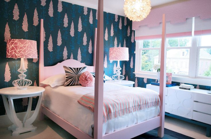 cute girl's room. Love the wallpaper!Little Girls, Bedrooms Design, Girls Bedrooms, Kids Room, Girls Room, Kids Photos, Pink Room, Four Posters Beds, Pink Bedrooms