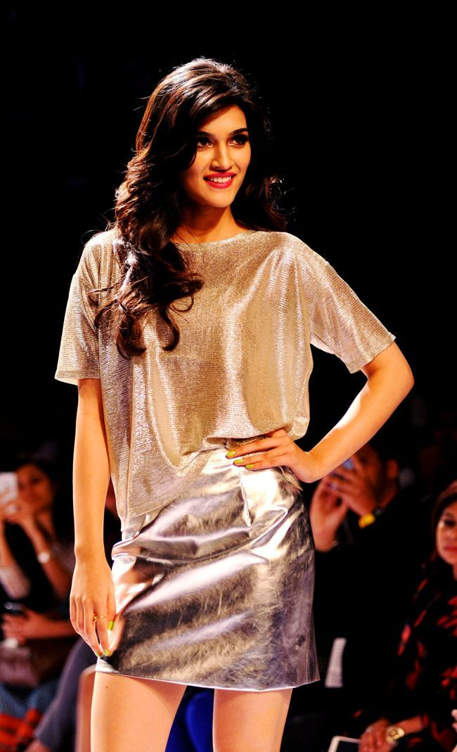 Kriti Sanon glowed in shiny separates on the ramp at the Lakme Fashion Week Winter/Festive 2014 Day 2. #Bollywood #Fashion #Style #Beauty