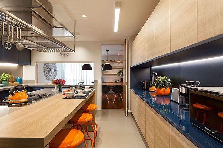 Projeto R.A.P. Arquitetura #assimeugosto #cozinha #silestone  #azul #madeira